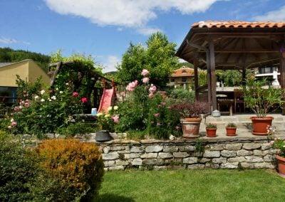 """Къща за гости """"Брезата"""" градина 4"""