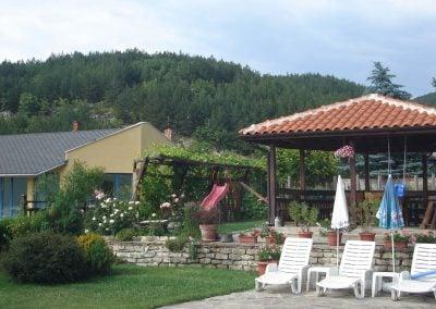 """Къща за гости """"Брезата"""" градина"""