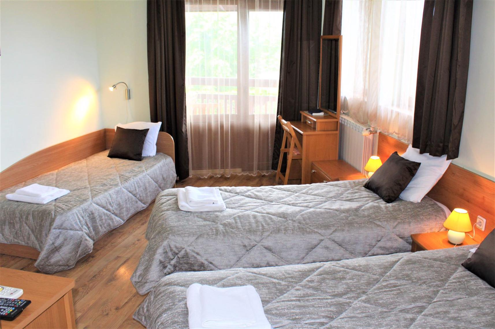 Room with 3 beds
